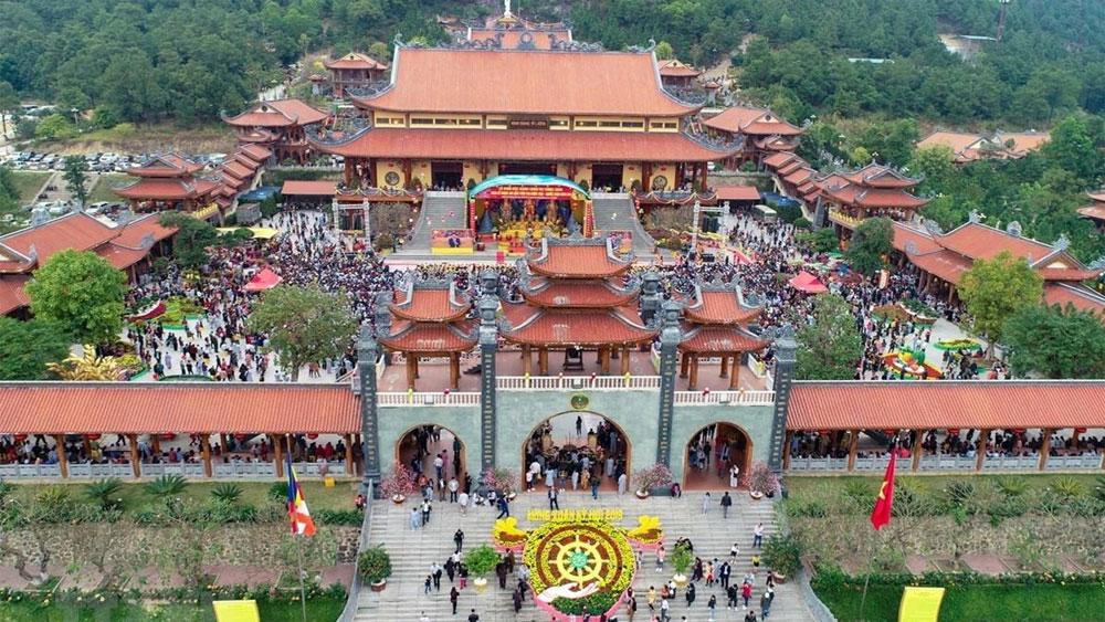 """Quảng Ninh: Yêu cầu chấm dứt việc """"thỉnh vong"""", """"cúng oan gia trái chủ"""" tại chùa Ba Vàng"""